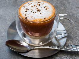 COME FARE L'IRISH COFFEE E IL MONDO DEI COCKTAIL AL CAFFÈ