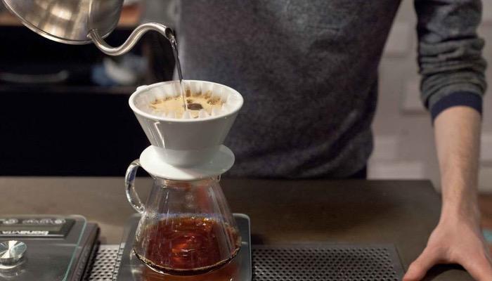 COSA SONO I PORTAFILTRI PRESSURIZZATI E I PORTAFILTRI PER FARE L'ESPRESSO CON LE MACCHINE DA CAFFÈ ESPRESSO A CIALDE